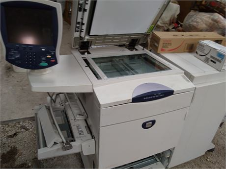 XEROX DOCUCOLOR 250 WITH FINISHER